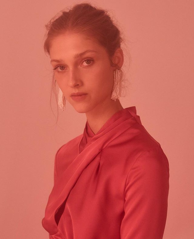 Pink hues •• the 'Polarised Midi Dress' - shop series 0719 online now⠀⁠
