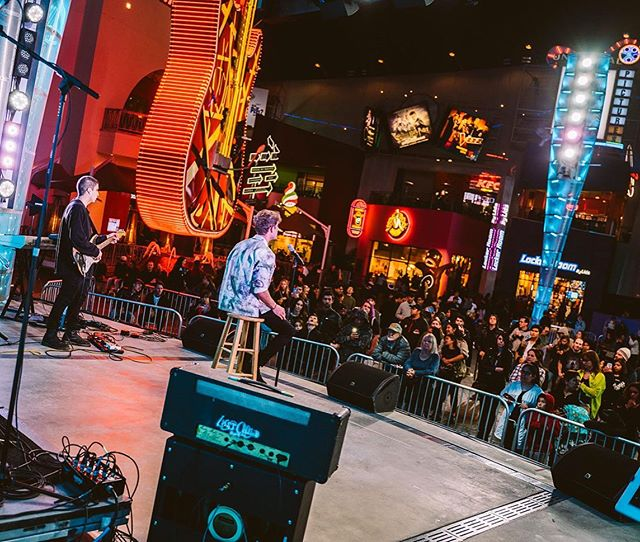 #TBT for @autismrocksevents at @unistudios #CityWalkLA. Such a fun night! There is no better feeling than getting on stage and performing for a live crowd. I can't wait to do it again soon 🤘🏻