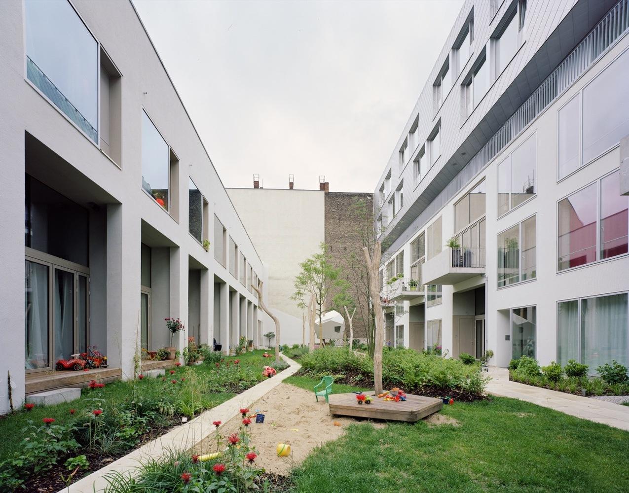Big Yard, Berlin, by Zanderroth Architekten (image © Simon Menges via Archdaily)