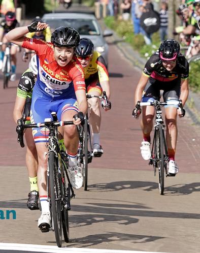 12e Omloop van de Kompenije Tessa Neefjes wint bij de vrouwen Foto Gewoan Dwaan - Douwe Bijlsma (15).jpg