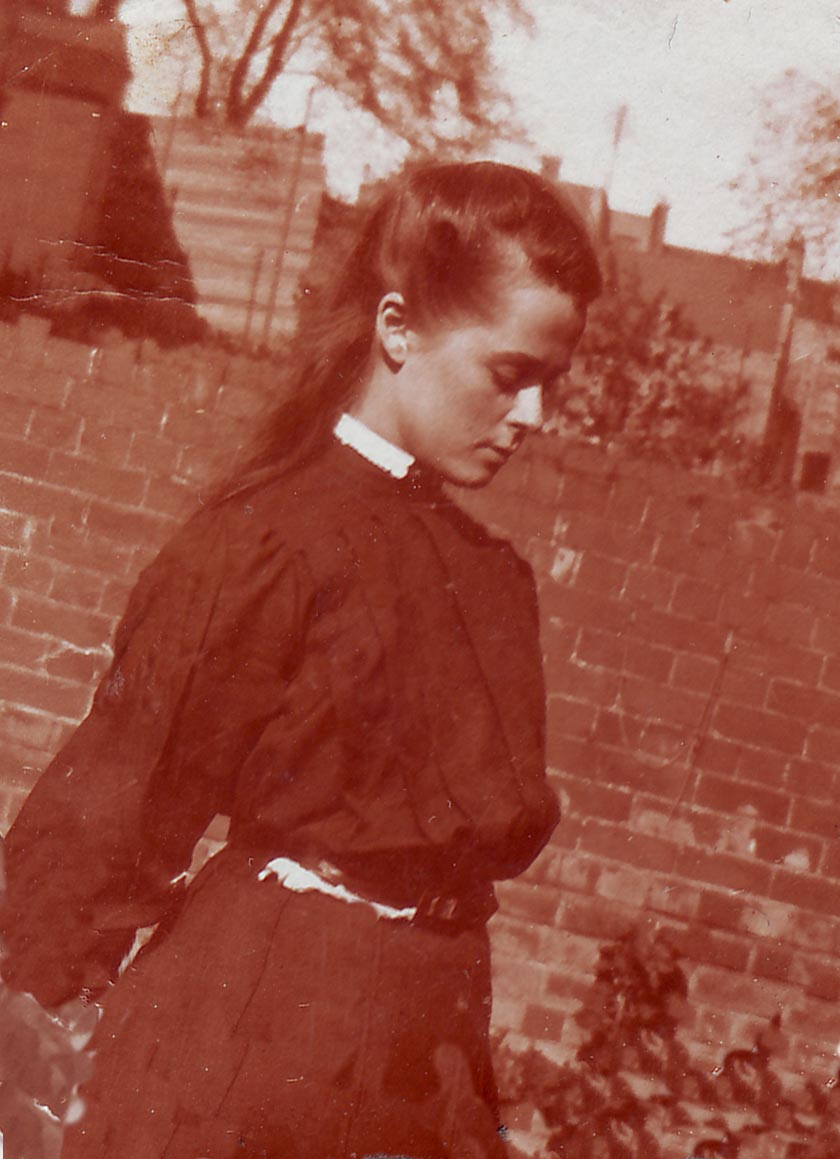 Margaret Rose Maxwell Drummond ( Amanda's maternal grandmother) age 16 in 1900