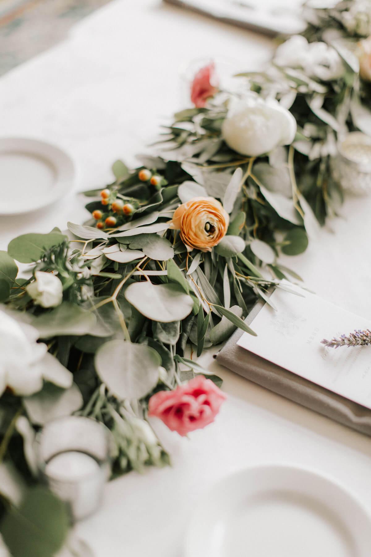 floral-centerpiece-wedding-table-setting.jpg