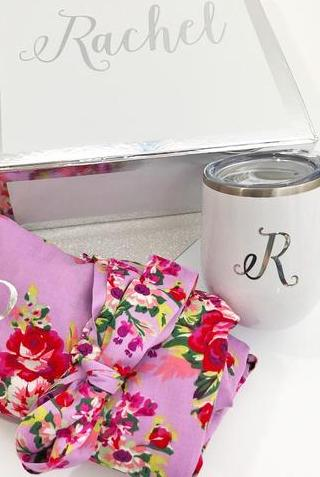 floral-robe-stemless-wine-glass-for-bridesmaid-gift.jpg