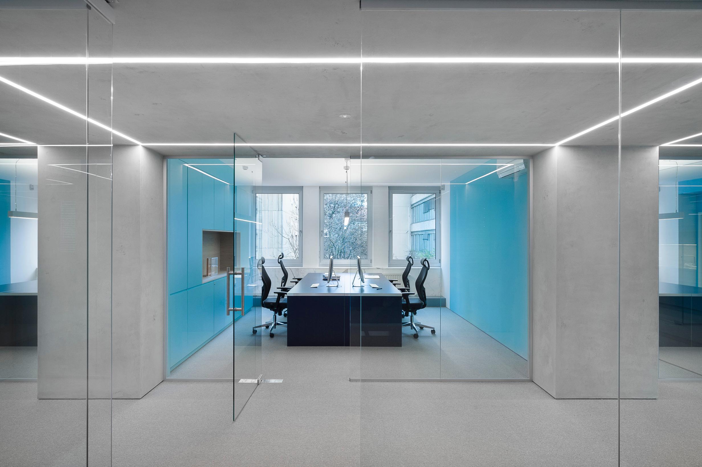 projekt Kolonada – prenova poslovnih prostorov Ljubljanske borze, ki je prejel Nagrado javni interier leta 2018. ARHITEKTURNI biro Kosi in partnerji in Arhitektura 2211. PHOTO: JANEZ MAROLT