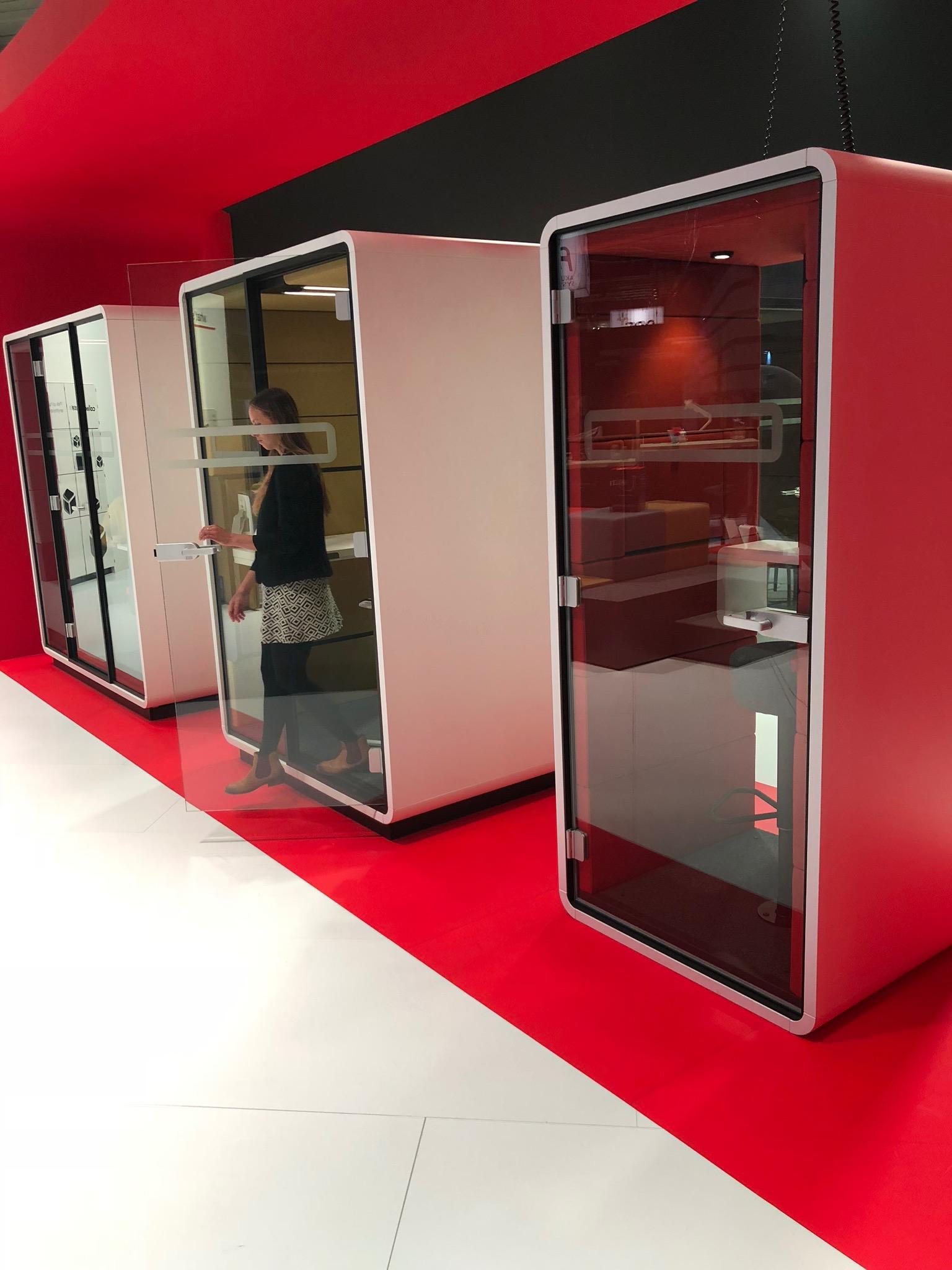 Decor-Design_ORGATEC-2018_akustične-kabine-govorilnice.JPG