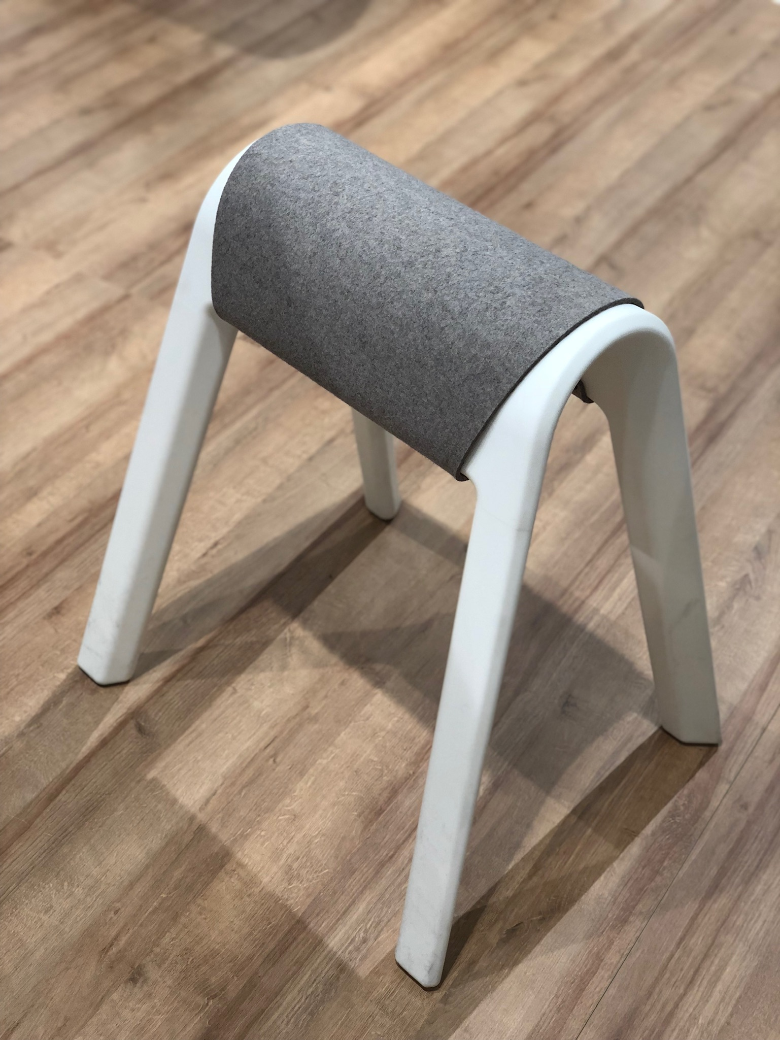 Decor-Design_ORGATEC-2018_ergonomski-stol_1.JPG