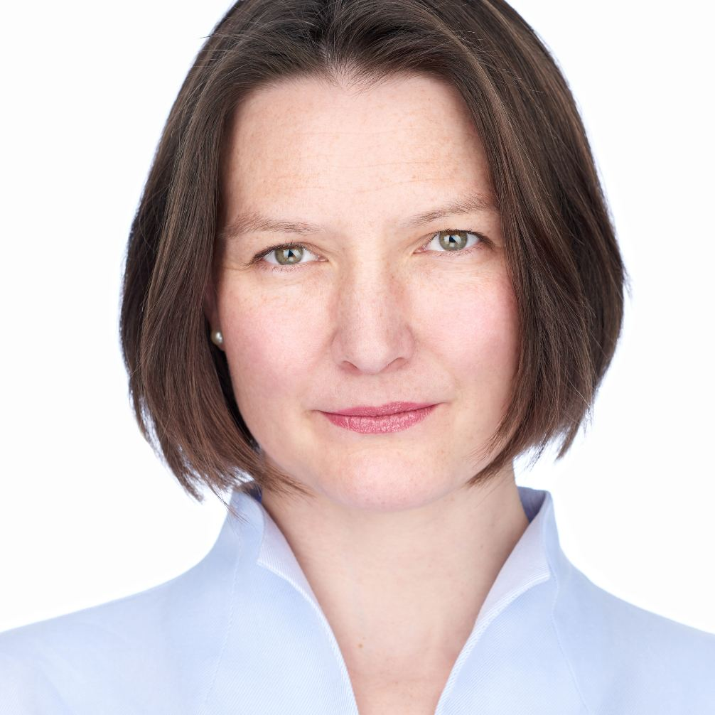 DR. CHRISTINE SOLF - Senior Consultant at dgroup, part of Accenture Consulting