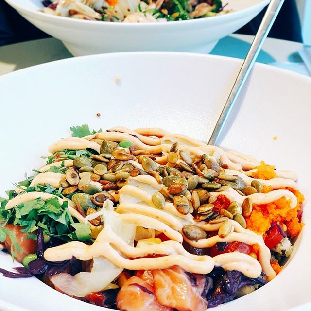 Looks like it's going to be a beautiful day! Why not do it like @food.drb and take your favorite person on a poke lunch date 🌴🥙 #poke, #lunchdate, #lunchberlin, #mittagspause, #gesund, #gesundundlecker, #berlin, #berlinmitte, #instagood, #instafood