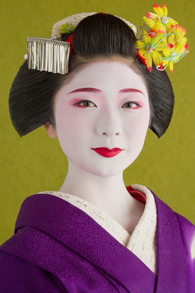 The maiko Tanewaka of Miiyagawa-cho with maple leaf hair ornaments