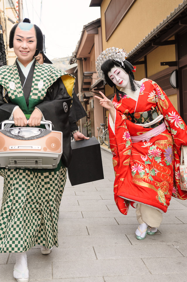 The geisha Yukako and Makiko during Setsubun in Gion Kobu