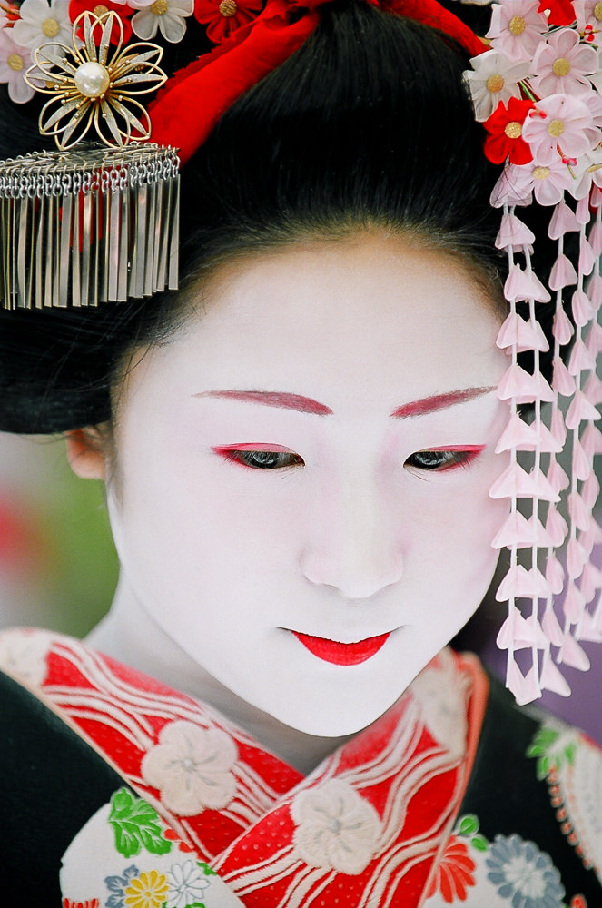 Young Maiko Katsuru at Baikasai in 2007