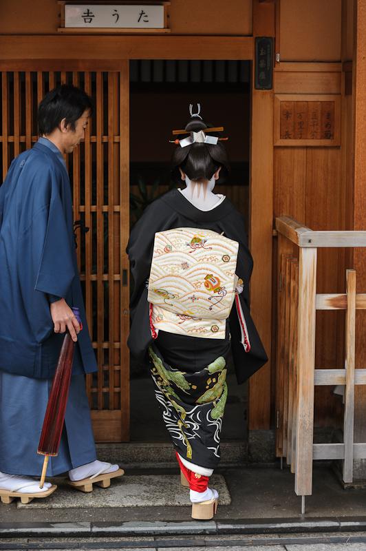 A_Geisha_and_An_Otokoshi