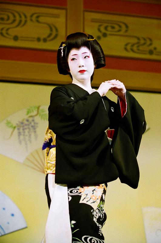 Fukunami-at-Kyo-Odori-1