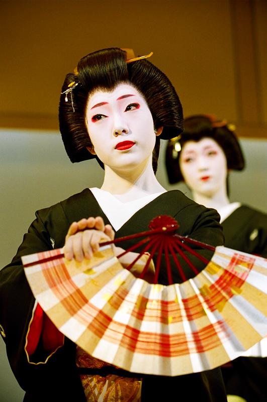 Geisha_Fukunami_in_Mizuekai