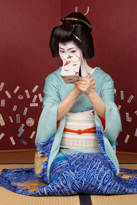 Geisha_Kimina_with_Mirror-1