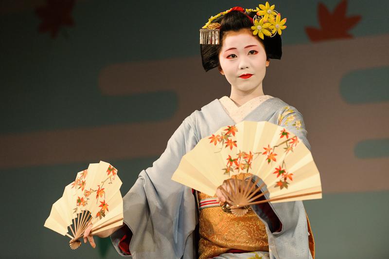 Maiko_Kanoyumi_in_Gion_Odori