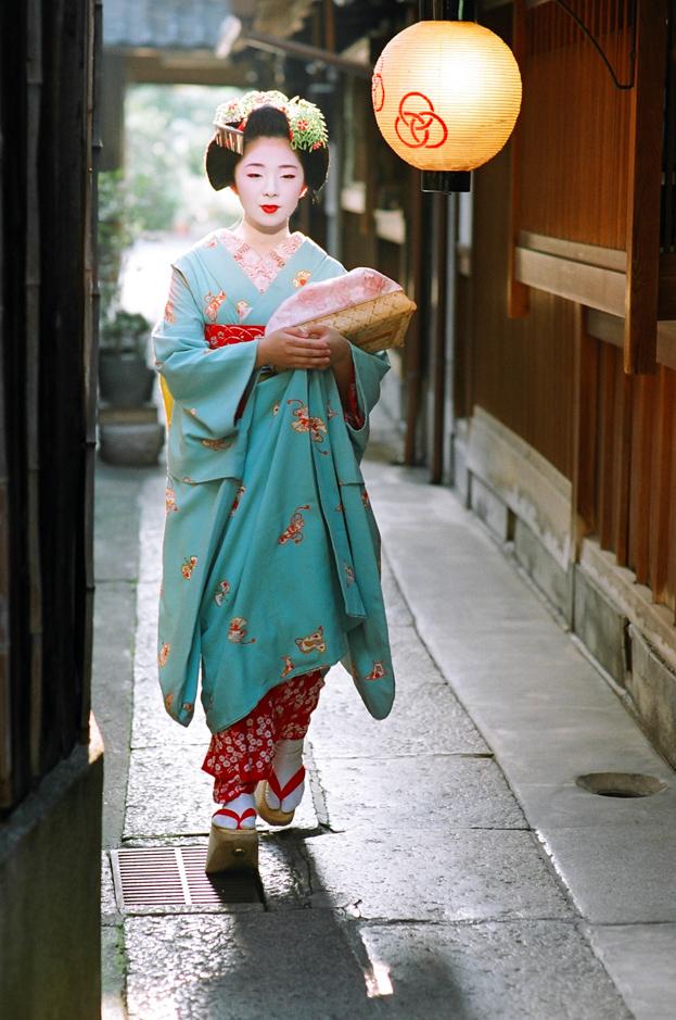 The maiko Taneju of Miyagawa-cho in June 2006