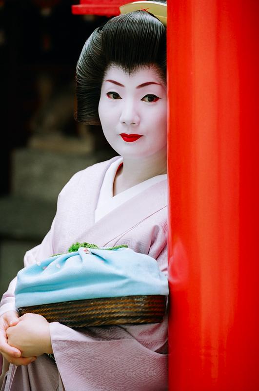 Satomi_at_a_Gion_Shrine