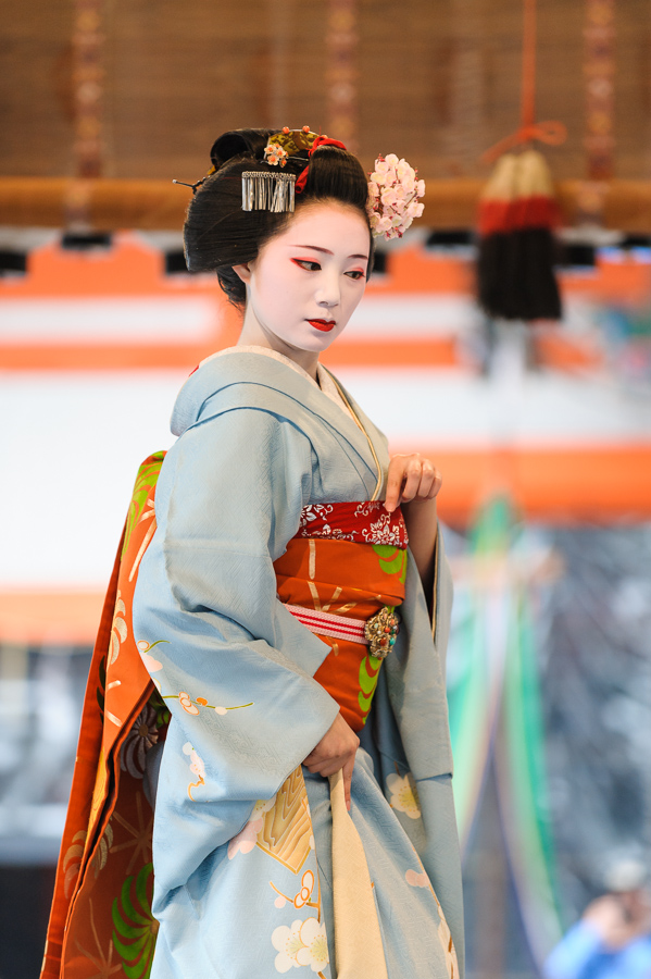 The maiko Mamechiho of Gion Kobu performs during Setsubun at Yasaka Shrine in Kyoto in 2009