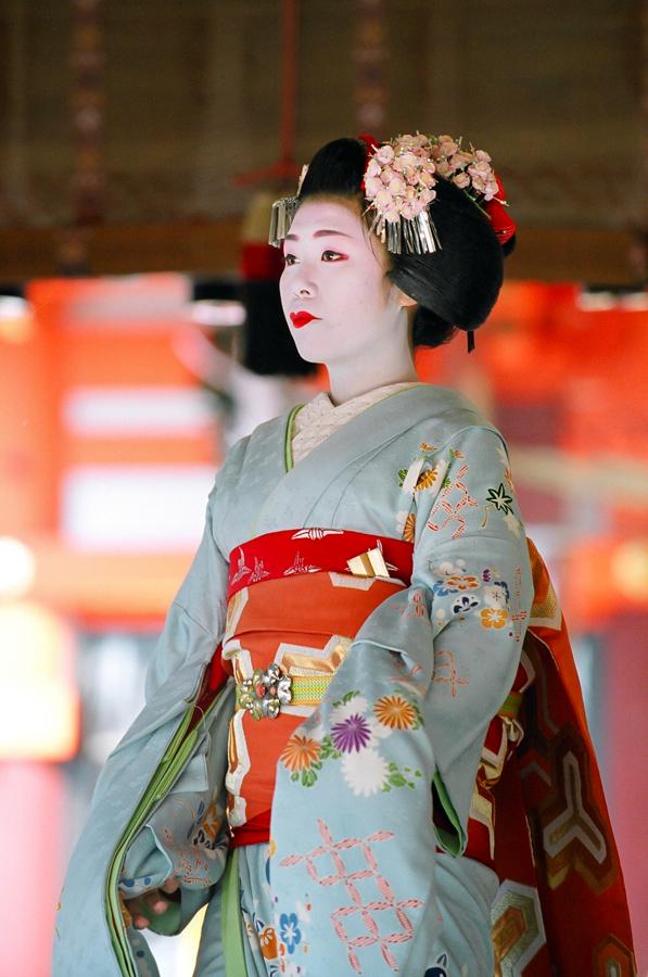 The maiko Yukako of Gion Kobu performs at Yasaka Shrine on February 3 during Setsubun in Kyoto