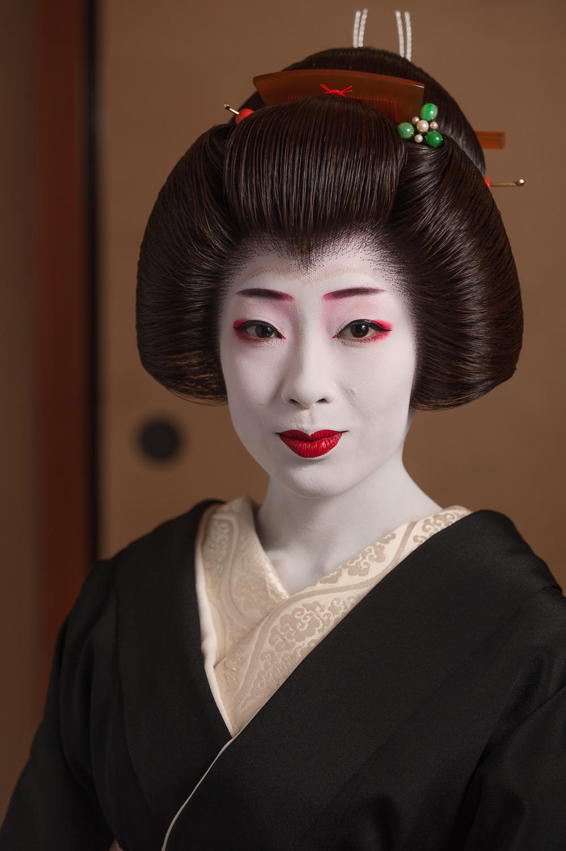 geisha-makiko-erikae-portrait.jpg