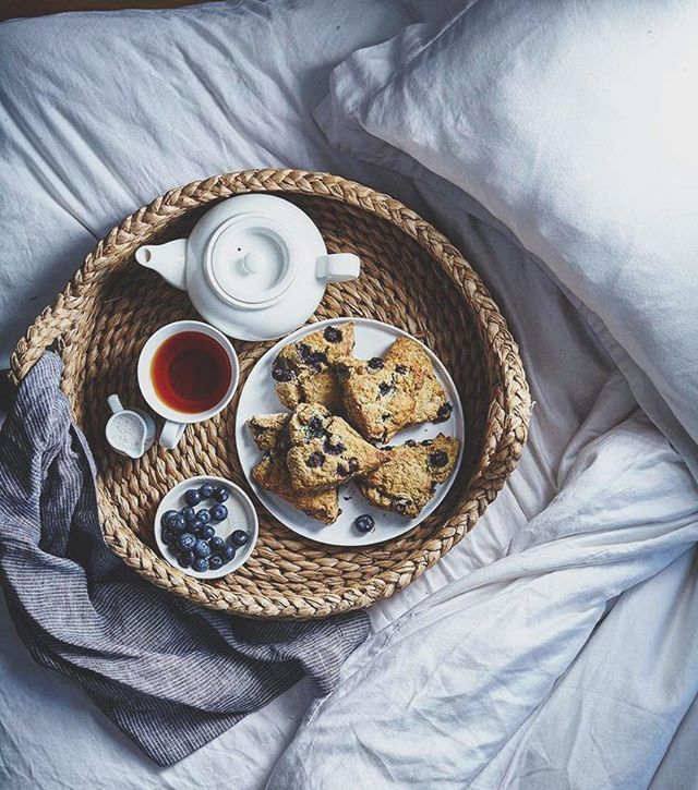 It's a tea in bed kind of Sunday, don't you think? Happy weekend from rainy Telluride, friends 🌧 . . . . #breakfastinbed #brunchoutfit #bywhichwemeanpajamas #stayingcozy #drinkingtea #rainyday #brunchinbed #teatime #scones #breakfastideas #thesteepingleaf #blacktea #tealatte