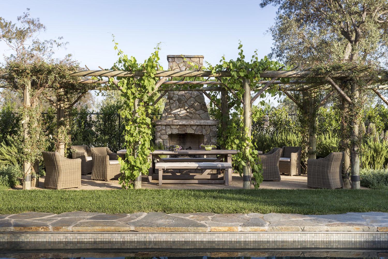 Pergola-Outdoor-Dining-Fireplace-Premier-General-Contractors.jpg
