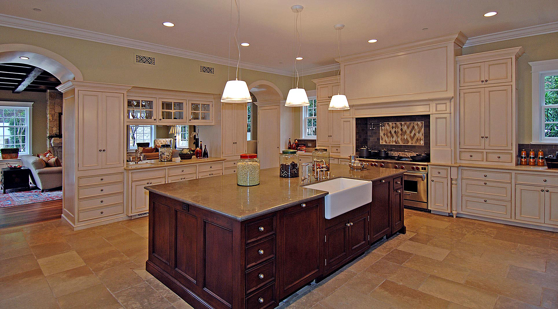 Traditional-Country-Kitchen-Island-Premier-General-Contractors.jpg
