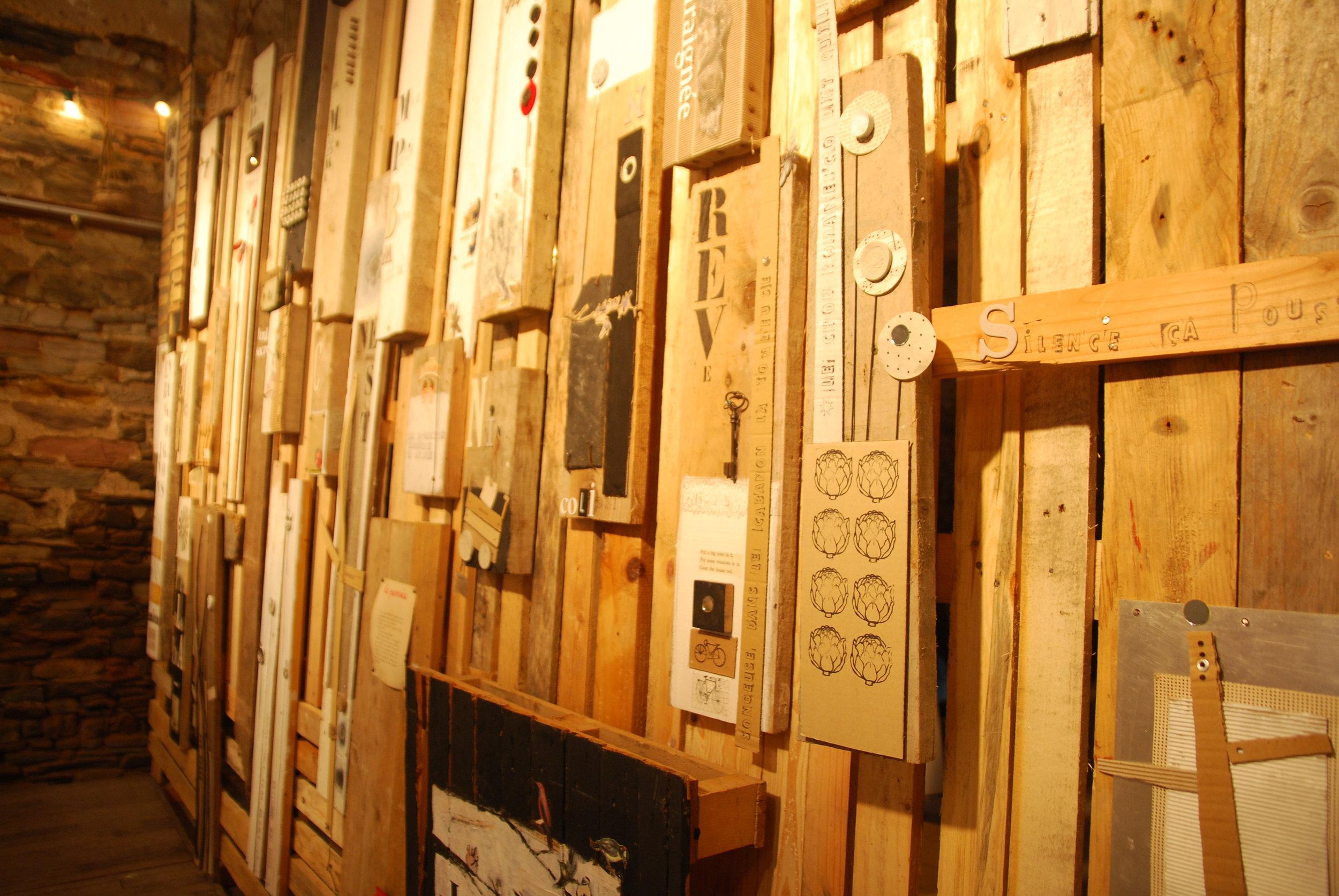 Garden wall - Assemblage sur boisInstallation d'une palissade dans des greniers à sel