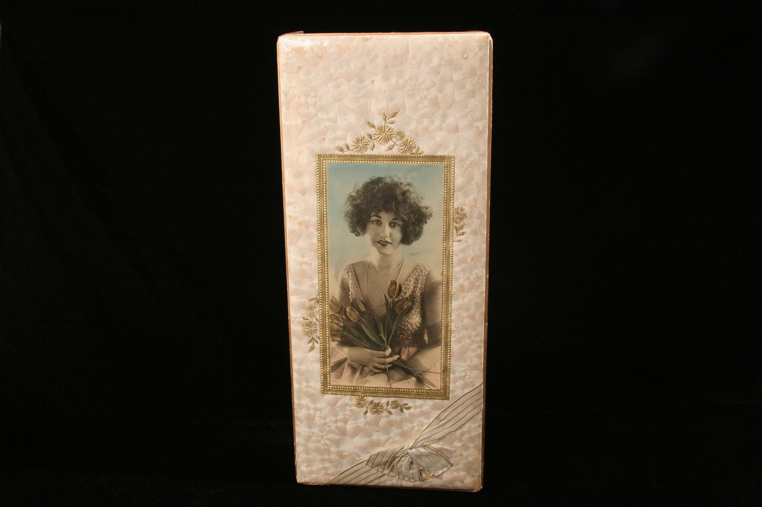 BROWN & HALEY GIFT BOX