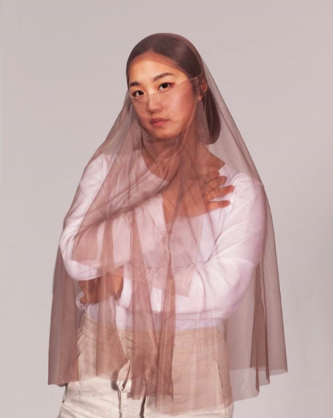 REDA// (arab) In your own favor// For the one half I'm wearing too much and for the other I'm a shame to my own community, because I'm wearing it wrong. Is there a use of what you're wearing, if you're just wearing it to please the others and not yourself? - Your Niqab doesn't work.
