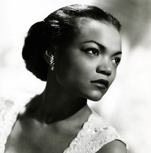 """When Eartha first recorded the track in Istanbul, the Turkish musicians she worked with had only a limited, approximate understanding of ""American"" music. It was out of necessity more than design that, with their help, Eartha cobbled together a patchwork song: part English, part Turkish. It featured classical, somber Turkish instruments (the kemençe, the ney), but it was also camp. It was a pioneering, hybrid piece we would now categorize as ""world music."" Without realizing it, in the recording of ""Uska Dara,"" Eartha had birthed a genre."" -The Surprising Story of Eartha Kitt in Istanbul by Hilal Isler . Üsküdar'a gider iken aldi da bir yagmur Üsküdar'a gider iken aldi da bir yagmur Kâtibimin setresi uzun, etegi çamur Kâtibimin setresi uzun, etegi çamur . Kâtip uykudan uyanmis, gözleri mahmur Kâtip uykudan uyanmis, gözleri mahmur Kâtip benim, ben kâtibin, ele karisir? Kâtibime siter eter faltu ne güzel yarasir . Uska dara is a little town in Turkey And in the old days Many women had male secretaries Oh, well, that's Turkey . Üsküdar'a gider iken bir mendil buldum Üsküdar'a gider iken bir mendil buldum Mendilimin içine lokum doldurdum Mendilimin içine lokum doldurdum . They take a trip from Usku dara in the rain And on the way they fall in love He's wearing a stiff collar, in a full dress suit She looks at him longingly through her veil And casually feeds him candy, oh, those Turks . Kâtibimi arar iken yanimda buldum Kâtibimi arar iken yanimda buldum Kâtip benim, ben kâtibin, el ne karisir? Kâtibime kolali da gömlek ne güzel yarasir"