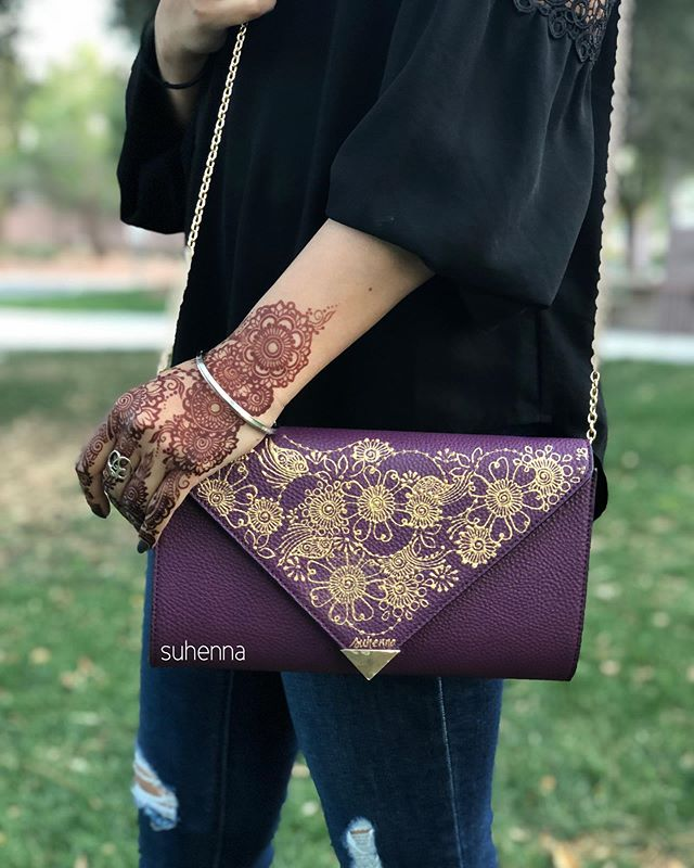 inspired by the one and only @habeedashenna and one of her fav petal designs of mine!!! only one of these purses ever made, make it yours! Shop on etsy or message me to buy! . #suhenna #lasvegashenna #vegashenna