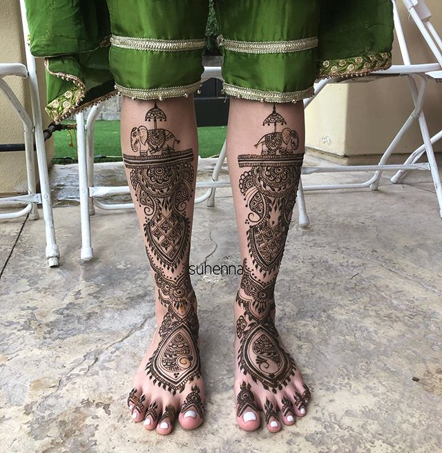 look at this absolute genius idea of getting cropped pants for her mendhi outfit! Super cute and hassle free and very original! @sukhmanraggi bridal mendhi . . . #suhenna #Henna #hennaart #vegashenna #lasvegashenna #bridalhenna #bridalmendhi #mendhi #indian #indianwedding #shaadi