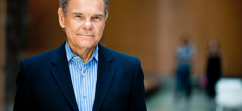 Don Tapscott, autor de  Wikinomics  y T he Blockchain Revolution: How the Technology Behind Bitcoin is Changing Money, Business and the World