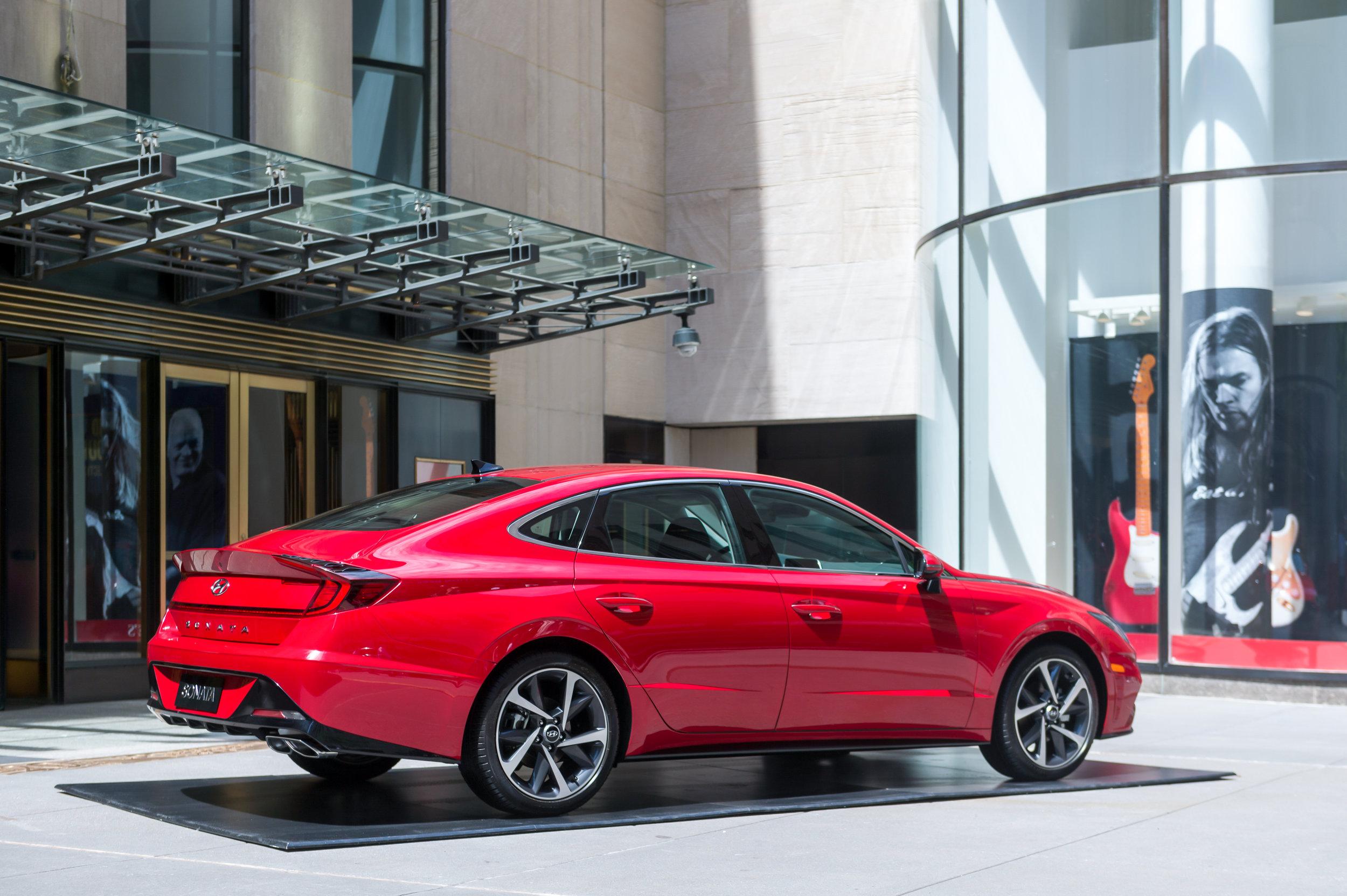 OHelloMedia-Hyundai-Christie'sAuctionHouse-TopSelect-8.jpg