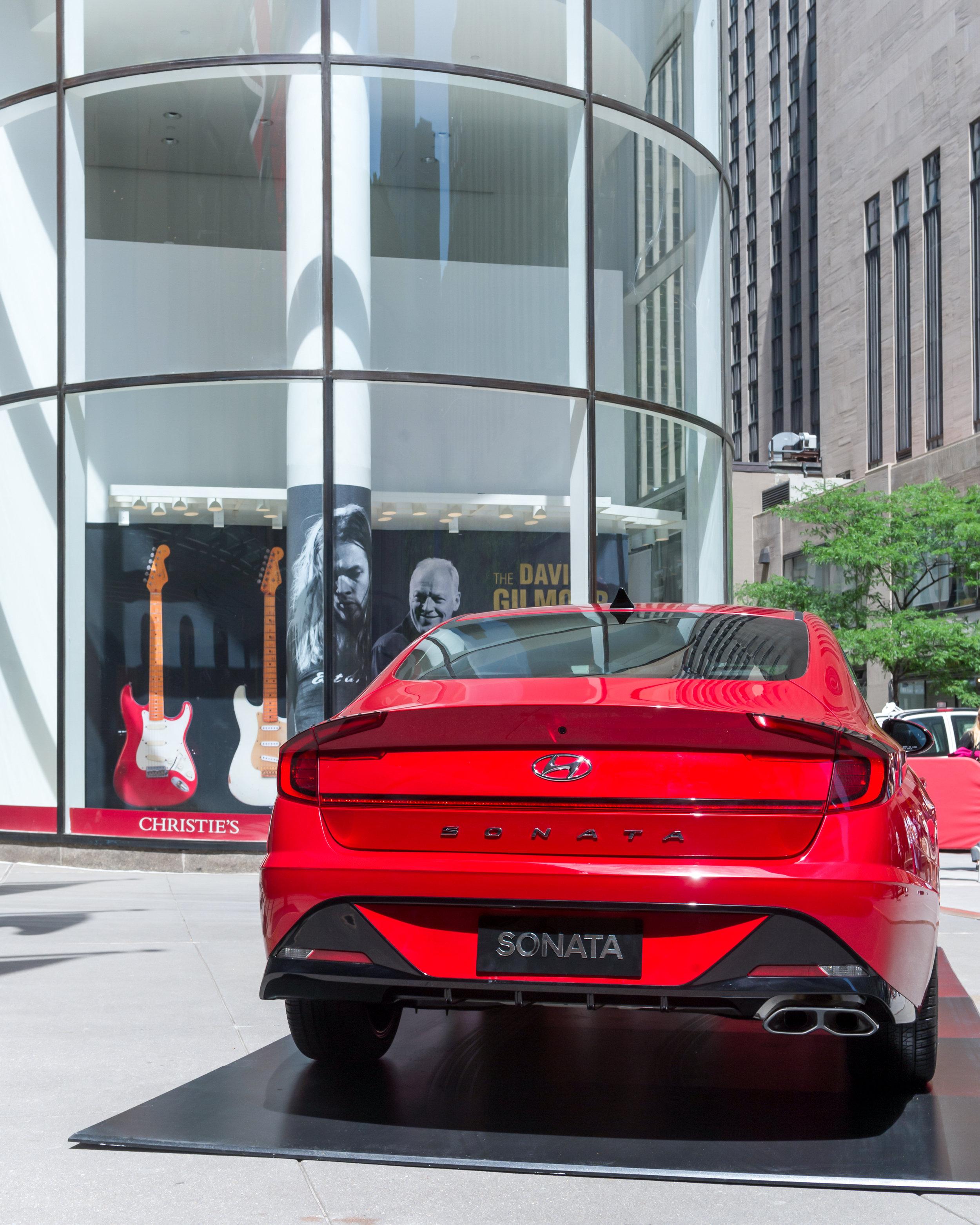 OHelloMedia-Hyundai-Christie'sAuctionHouse-TopSelect-9.jpg