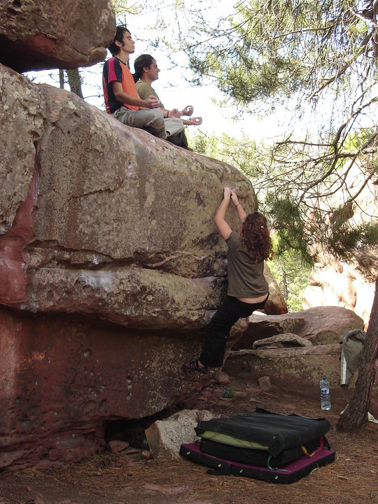 Yoli yearns for the top while David and Juan get their moment of mindfulness in Albarracin (Spain).