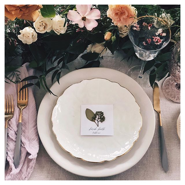 Looking for a unique place card design? Consider pressed florals! ⠀⠀⠀⠀⠀⠀⠀⠀⠀ I will work with your florist to create these beauties for your special day! DM me for info 🌸 ⠀⠀⠀⠀⠀⠀⠀⠀⠀ ⠀⠀⠀⠀⠀⠀⠀⠀⠀ ⠀⠀⠀⠀⠀⠀⠀⠀⠀ #bouquet #weddinginspo #bridalbouquet #nature #wedding #bride #memories #torontobride #flowers #frame  #artwork #torontomaker #bouquet #forever #wedluxe #theknot #weddinggiftideas #pressedflowers #weddingplacecards #weddingstationarydesign #placecardsetting
