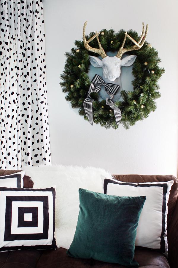 Hunted-Interior-Black-White-Gold-Living-Room-8.jpg