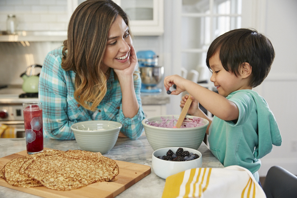 FAMILY_FUN_MOTHERS_DAY_1KITCHEN_19594.jpg