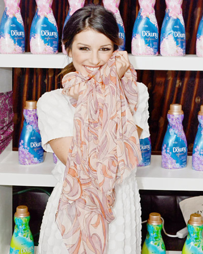 US WEEKLY - SHENAE GRIMES AT THE DAILY STYLE SESSIONS WITH DOWNY