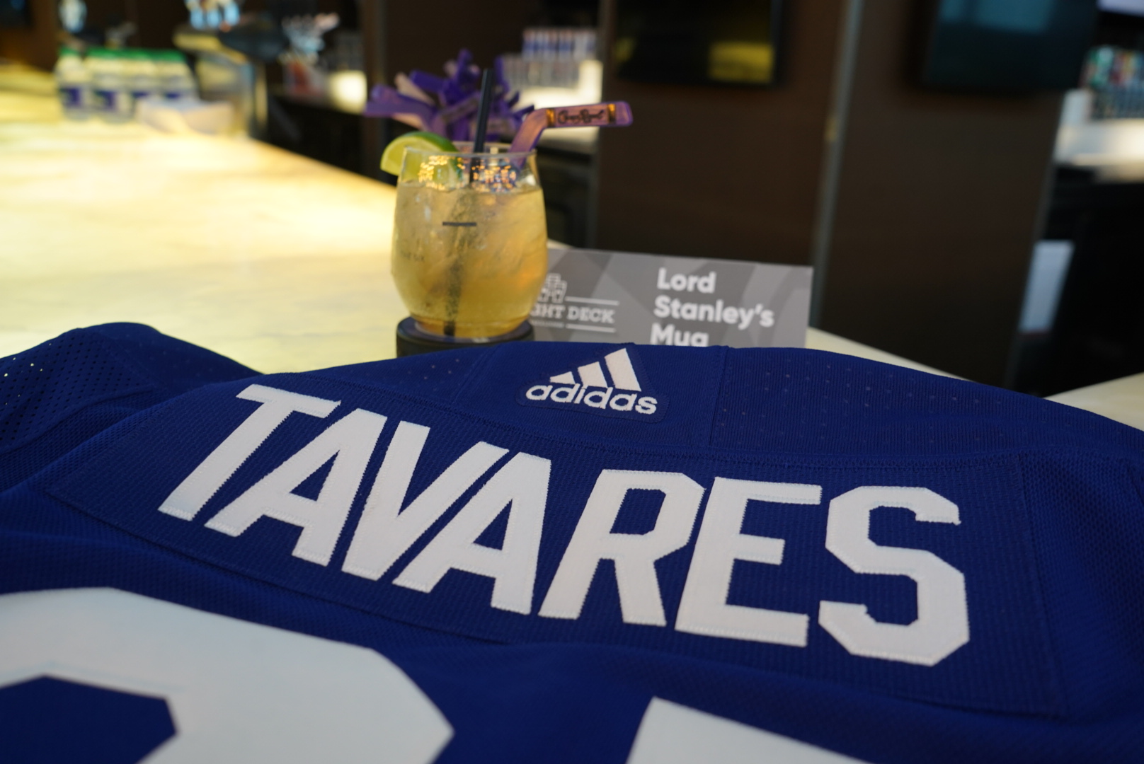 Lord Stanley's Mug Cocktail with a John Tavares Leafs Jersey (Draught Deck)