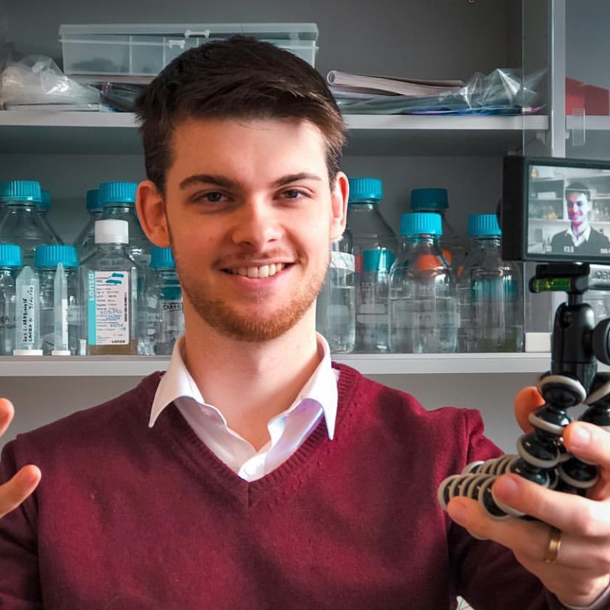 Martijn Peters  @stories.of.a.scientist Specialty: Nanoparticles/SciComm