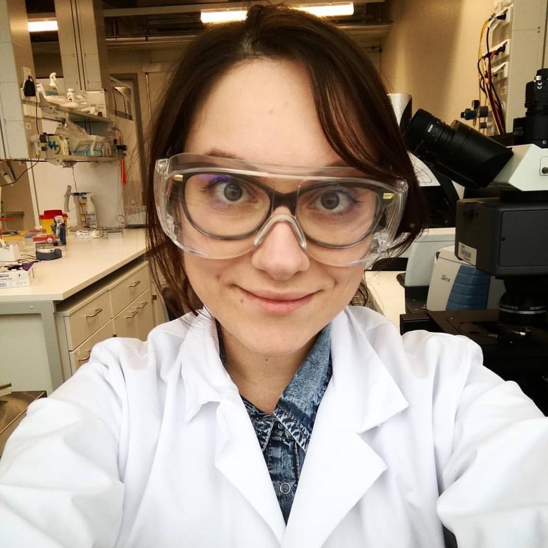 Martina Ribar Hestericova  @science_exercises.eu Specialty: Math/Physics/Chemistry