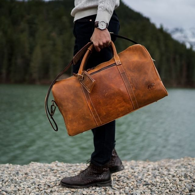 Off to the next trip. Our leather goods are durable enough for the most frequent traveler.⠀ .⠀ .⠀ .⠀ #kodiakleather #kodiakleatherco #leathergoods #buffaloleather #weekenderduffel #weekenderbag #weekendadventure #leatherduffel #duffelbag #workandtravel #mensfashion #packandgo #traveltips #travelguide #travelessentials #mensaccessories #remoteyear #nomadlife #workfromanywhere #travelbloggers #workanywhere #digitalnomad #locationindependent #modernman #remotework #manoftheworld #packable #travelfriendly #adventurelife #liveauthentic