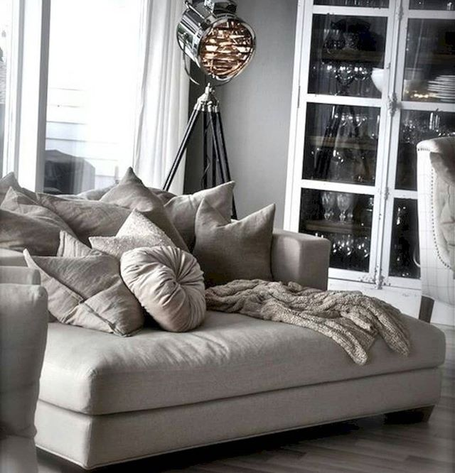 🔸This is a non-negotiable need in my life - how insanely comfy does this couch look?? 😍 Or maybe it's just a bed in disguise 🤔 Netflix and chill this Saturday night ✌🏻🔸