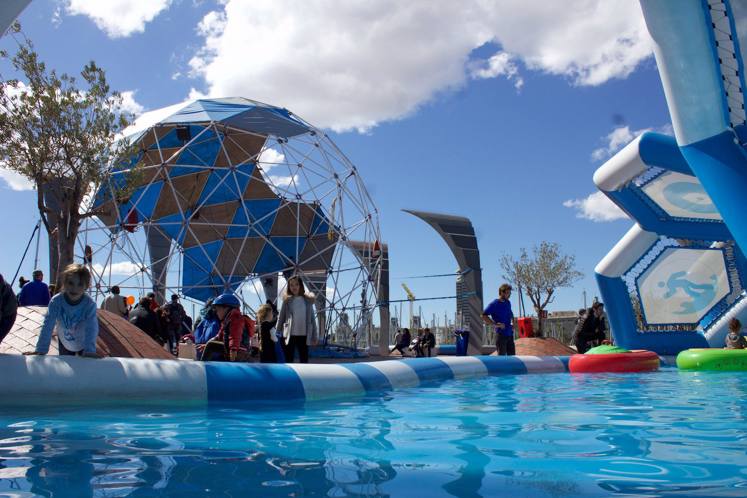 Where hiflying kids play   Bubbleparc is a micro entertainment park that jumps outside the box every summer in the Edinburgh, Falkirk and Barcelona, providing a perfect opportunity for visiting children to let off steam.