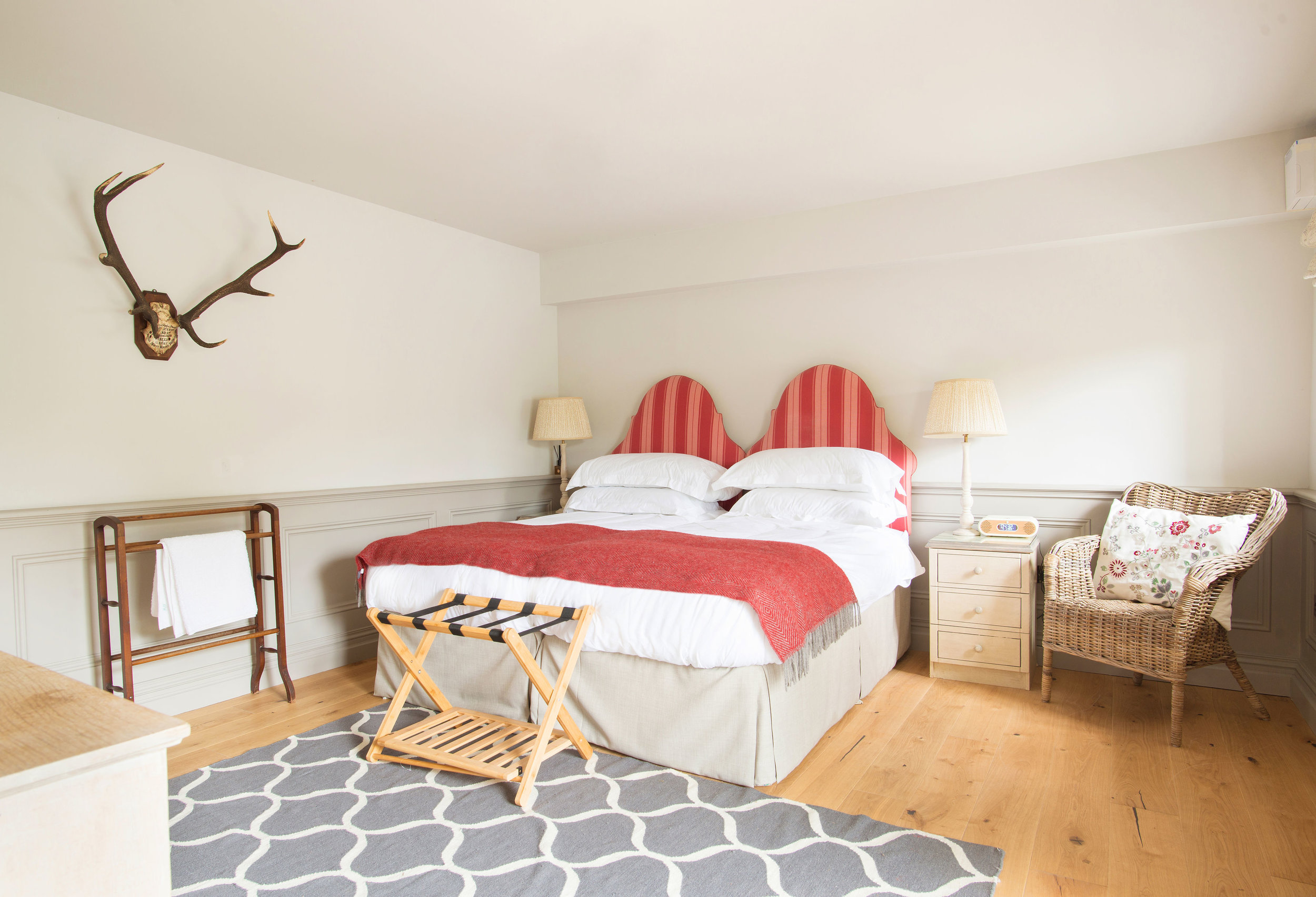 BEDROOM 8, THE STABLES, LINHAY BARN
