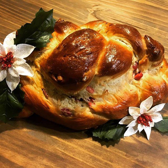 Happy Holidays from the Caldwells! 🎄 #christmas #bread #cranberry #walnut #bakery #bakerylife #holidays #holidayseason #holidaymeal #handmade #eatlocal #foodporn #carbs #carbsarelife #happyholidays #merrychristmas